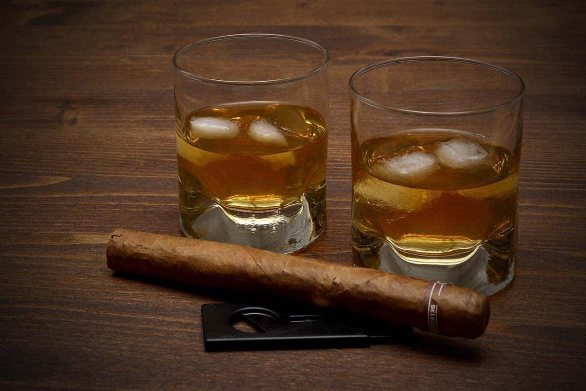 Cigars and Cocktails A Pairing Guide