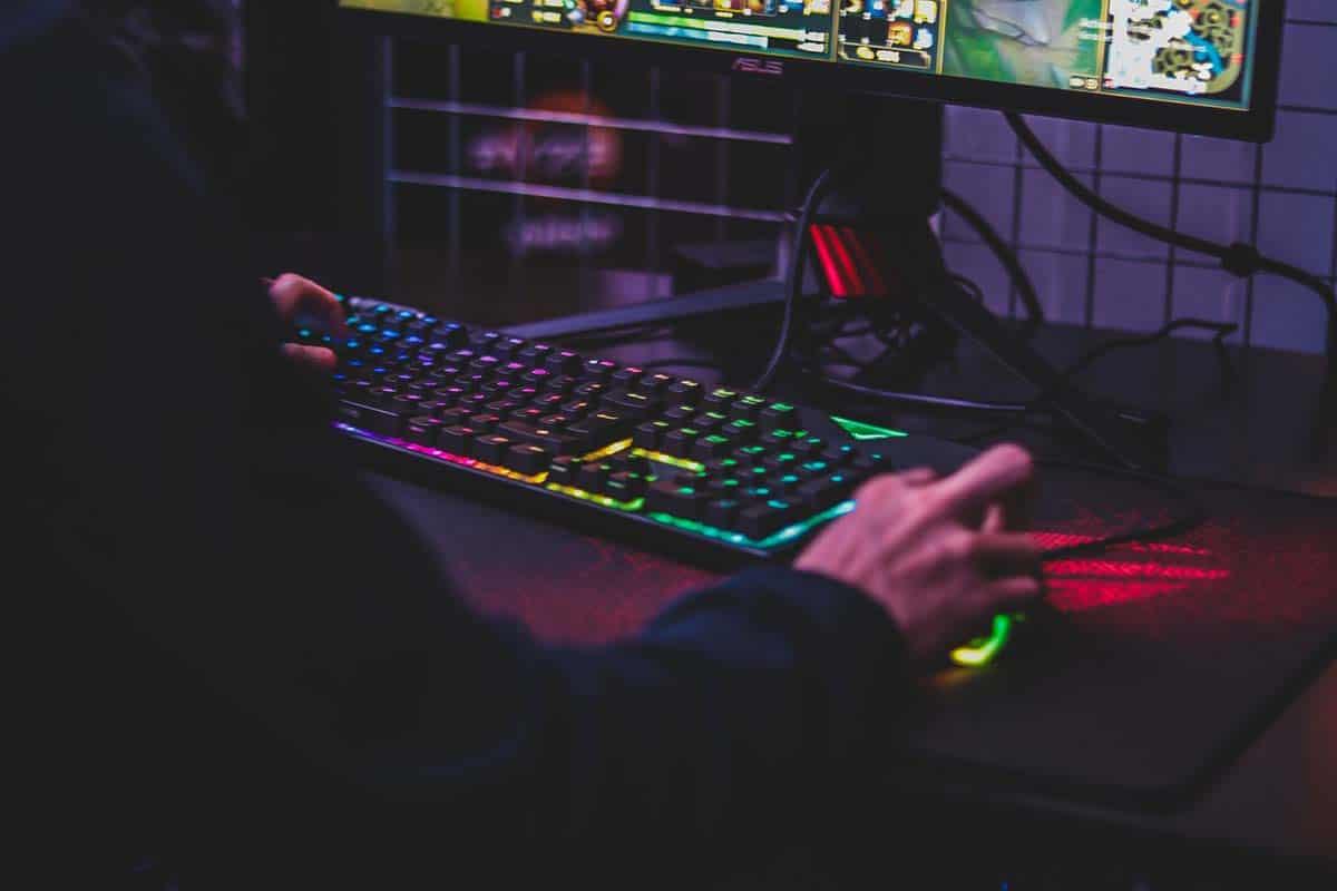 Why Do CSGO Players Tilt Their Keyboard